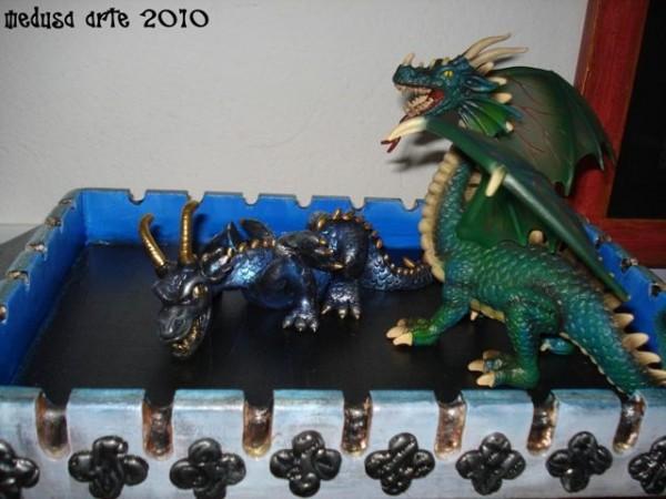 dragon de Medusa et dragon de pacotille sur le toit du château