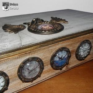 les hublots horloges, détail du coffret