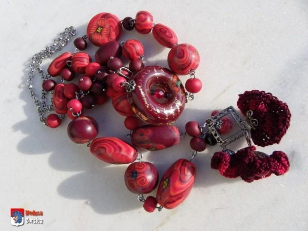 Sautoir en perles d'argile polymère, mix résine et fil de coton.