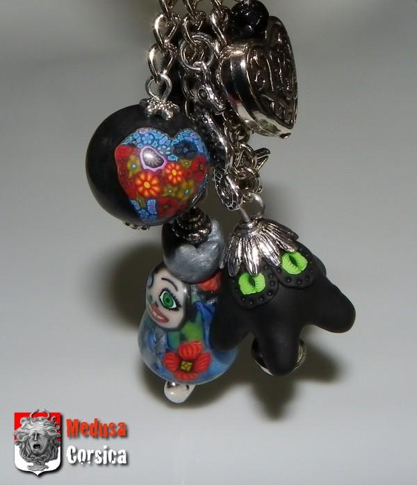 Poupie et sa princesse demie-zombie avec un coeur millefiori sur perle noire