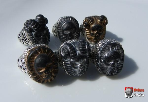 bagues à crâne en fimo dans anneau de métal