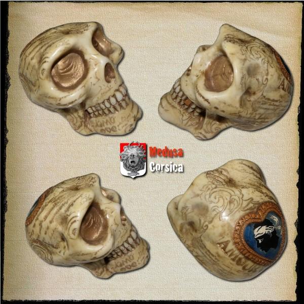 crâne imitation os métallisé de pigments  et incrusté d'un coeur corsica
