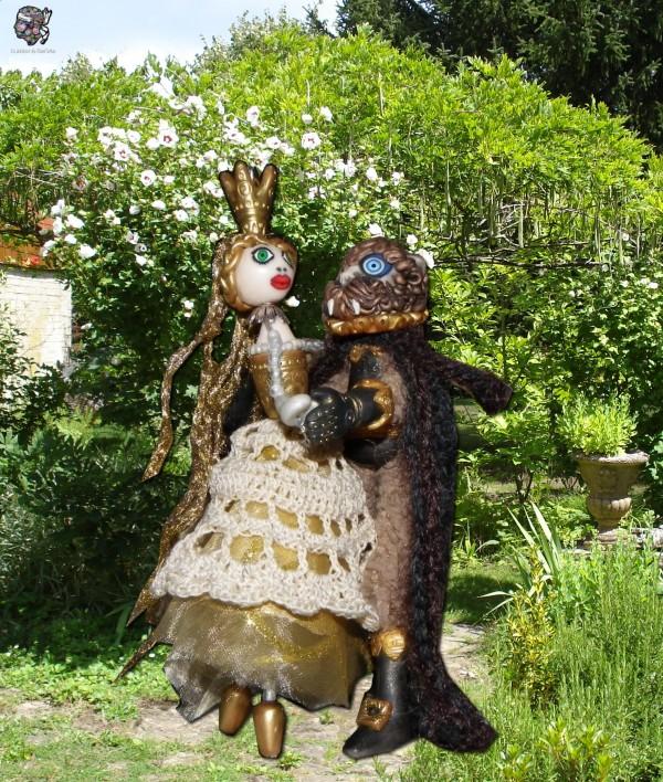 Une clématite à la place du rosier, la belle et la Bête dans le jardin