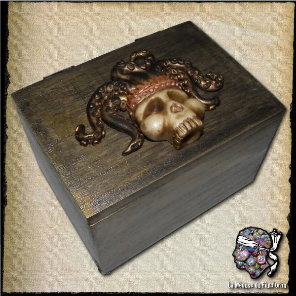 Boite à trésors gardée par crâne de créature magique