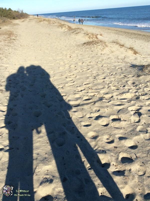 Nos ombres allongées sur le sable