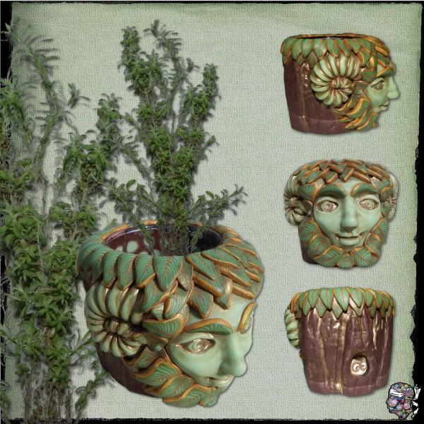 Greenman, la divinité verte de la forêt, version cornue en argile.
