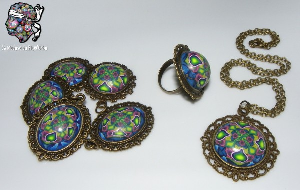 Supports baroques pour médailles bleu-vert à coeurs