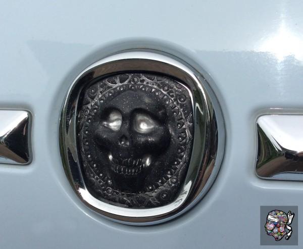 Logo de proue F500 customisé avec crâne d'argile