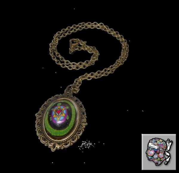 Médaille rétro avec canne tortue dans serpent enroulé