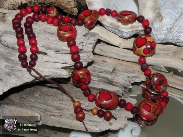 sautoir rouge à coeurs dodus et perles lisses