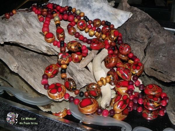 sautoirs rouges en katoclay avec canne coeur dodus et coquelicots