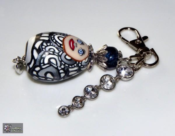 Grigri Oeuf à joli minois et diamants en toc