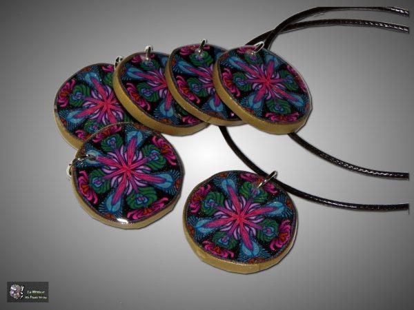 Médaillons avec le motif Kaléidoscope noir et rose