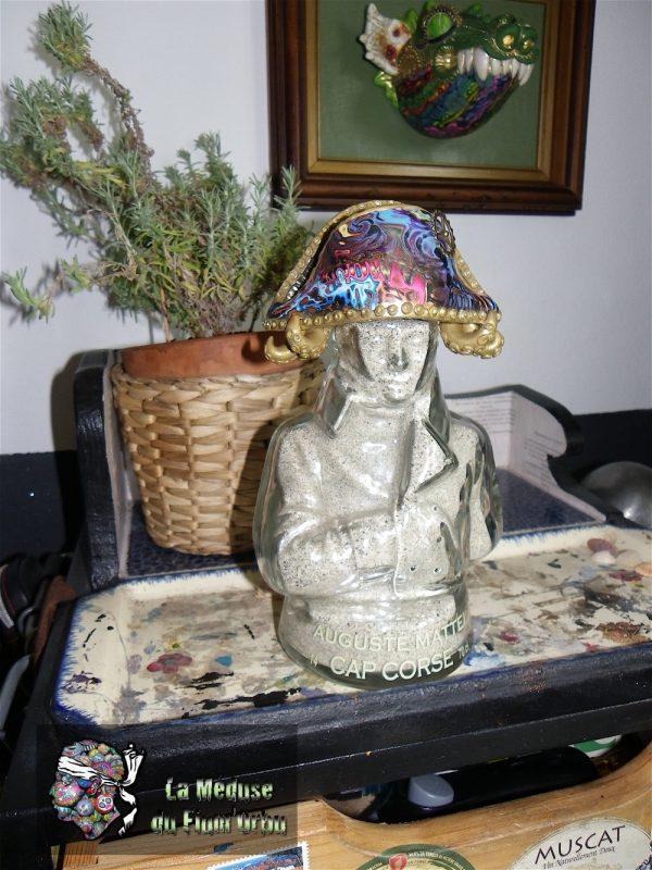 Napoleon en bouteille, custom du chapeau avec de l'argile