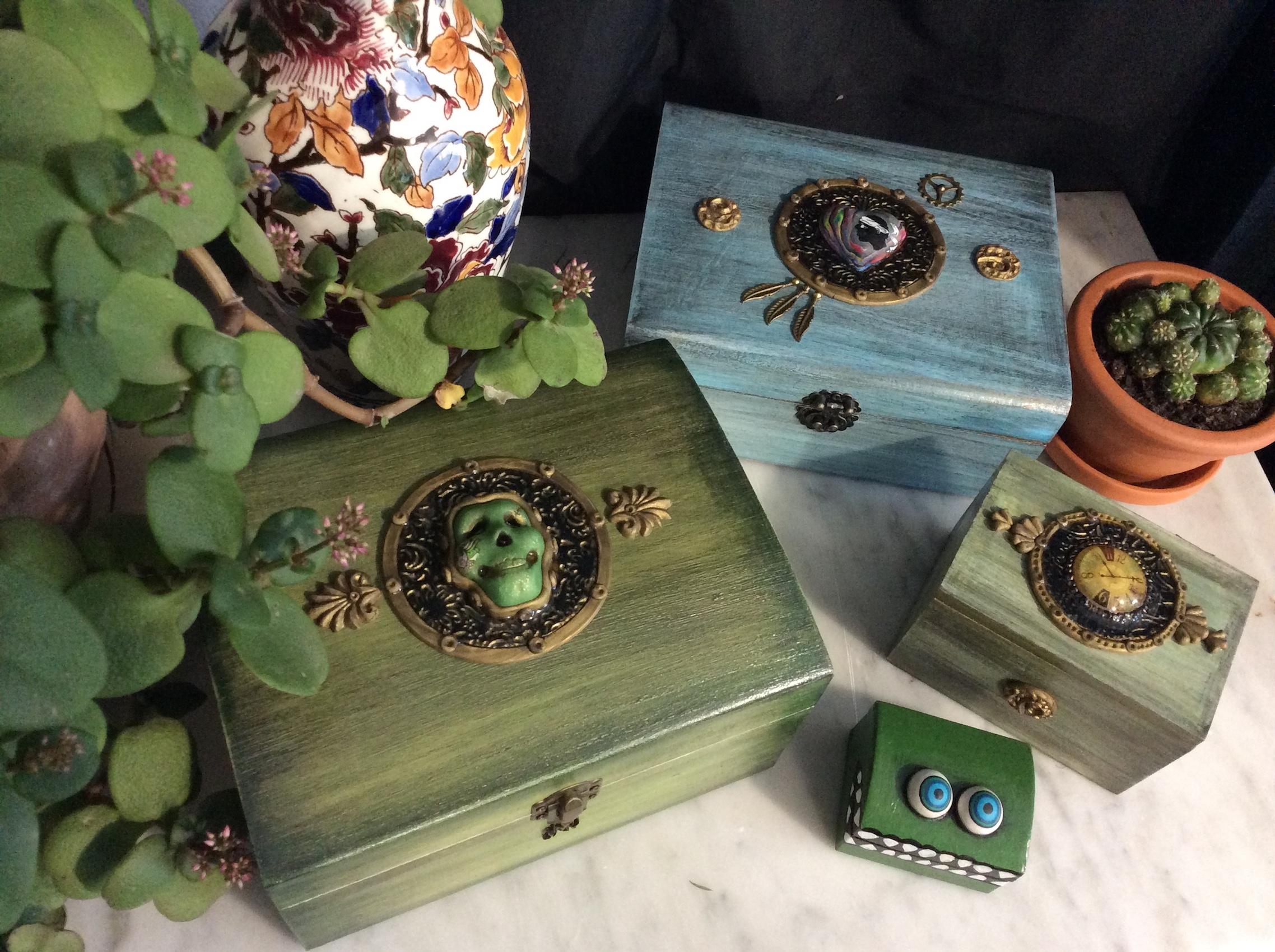 boites en bois, formes et couleurs